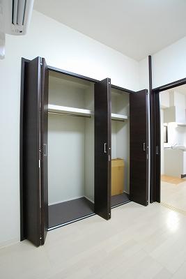 インテリジェンス御堂03号室クローゼット.jpg