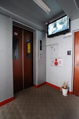 ガーデンコート桜川エレベーター.jpg