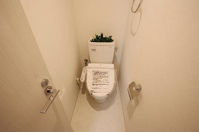 グランフィオーレNAMBA 1号室 トイレ.jpg