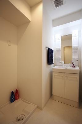 グランフィオーレNAMBA 1号室 洗面.jpg