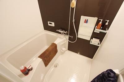 グランフィオーレNAMBA 1号室 浴室.jpg