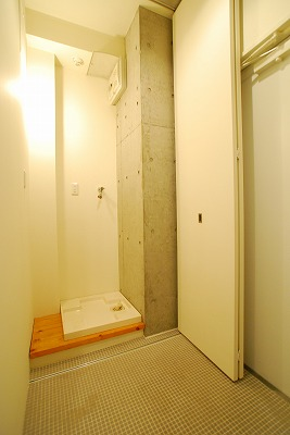 スタジオアパートメントWK-玄関.jpg