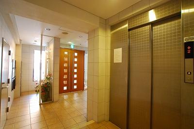 ゼウス難波プレミアム-エレベーター.jpg