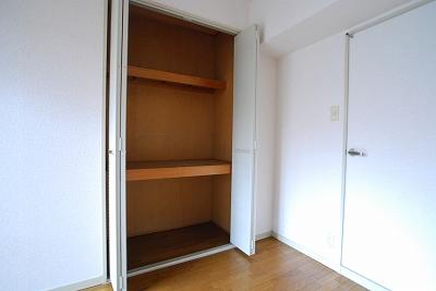 パインブルックマンション305収納.jpg