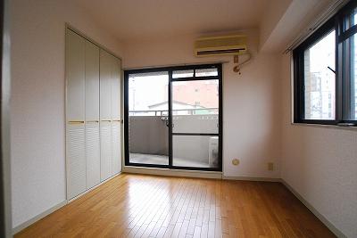 パインブルックマンション305洋室.jpg