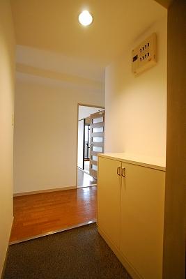 パインブルックマンション305玄関.jpg