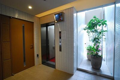 パレ・カルフールエレベーター.jpg
