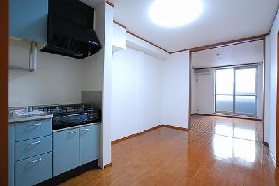 ピュア夕陽丘305リビング.jpg