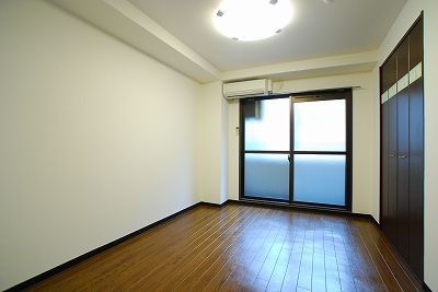 ヴィラ弐番館寝室.jpg